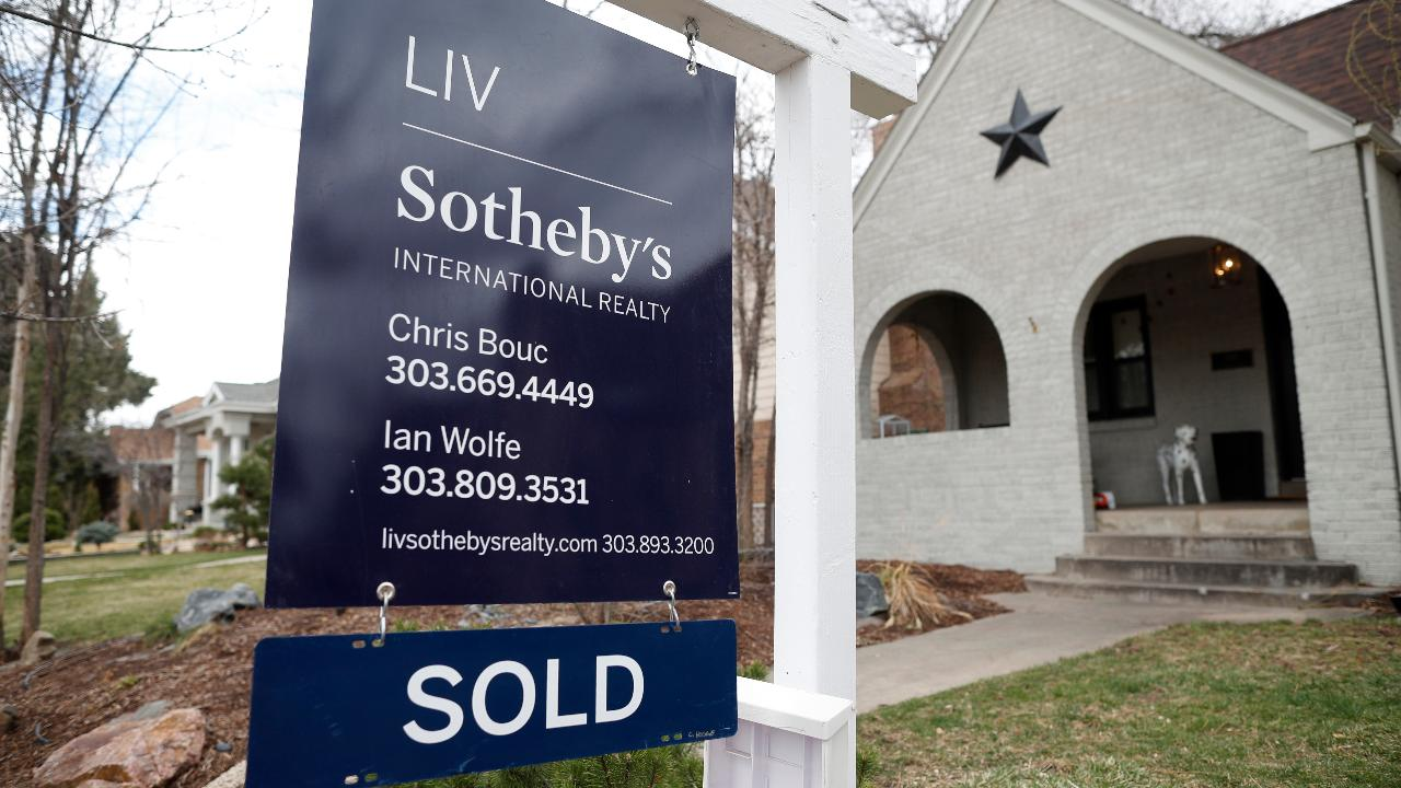 FBN's Ashley Webster breaks down the existing home sales data for July.