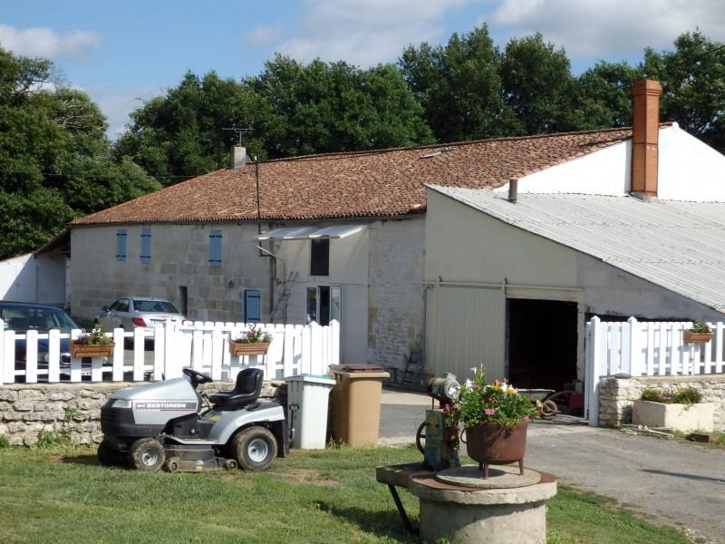 Maison  vendre en Poitou Charentes  Charente Maritime CHANIERS Proprit agricole de 35