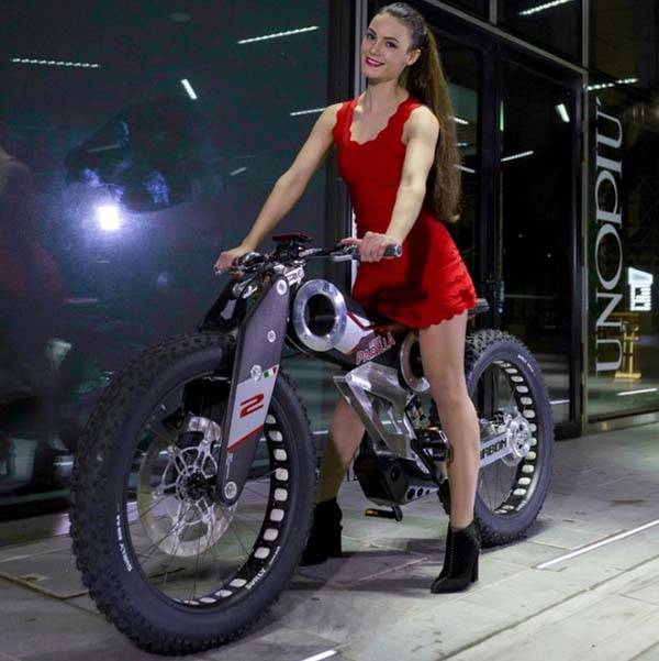 The Carbon SUV Electric Bike Boasts a Futuristic Design