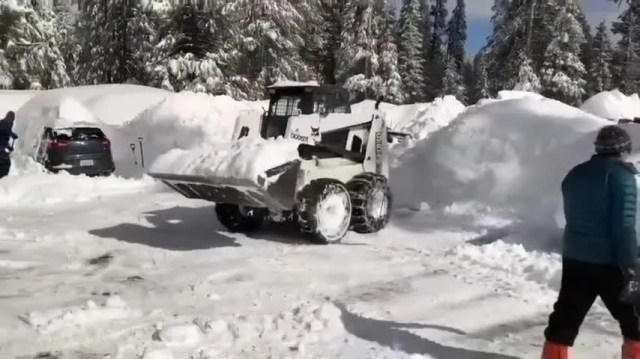 29906170001_6000196661001_6000196249001-th Crews reopen road to snowbound California lodge