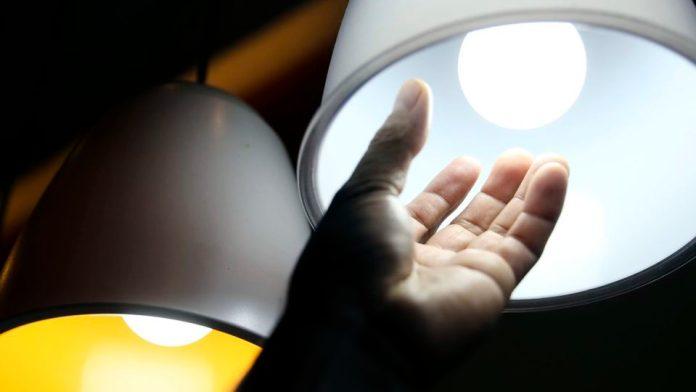 Aneel prorroga proibição de corte de energia para baixa renda