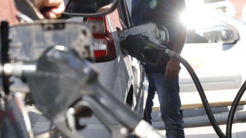 On the rise, the price of gasoline approaches R$ 6 per liter on the national average.  Posts in four states already charge more than R$ 7.