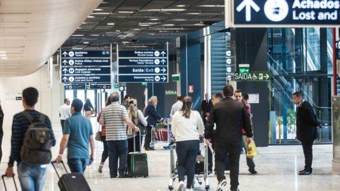 EUA reduzem nível de alerta contra Covid-19 para quem viaja para o Brasil