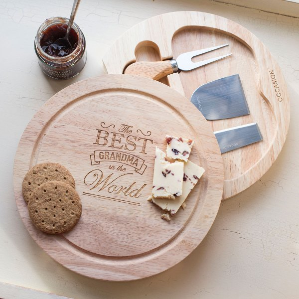 Personalised Wooden Cheese Board Set - Best Grandma in the Whole World   GettingPersonal.co.uk