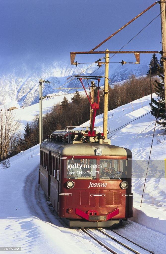 Tramway Du Mont-blanc : tramway, mont-blanc, TRAMWAY, MONT-BLANC, ARRIVANT, VOZA,, HAUTE-SAVOIE,, FRANCE., Photo, Getty, Images