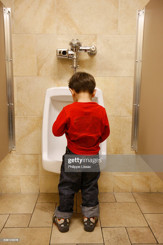 3yearold Having A Pee Stock-Foto - Getty Images