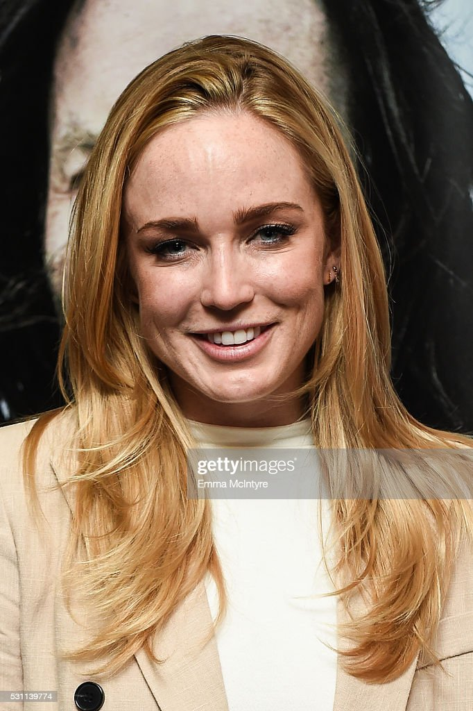 caity lotz pictures and