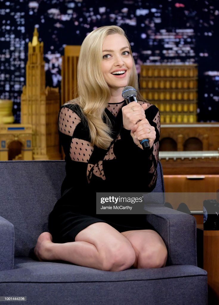 amanda seyfried sings during
