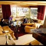 Arnold Koller Mit Seiner Familie Im Wohnzimmer 1989 News Photo Getty Images