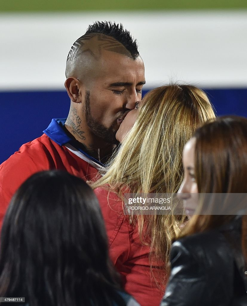 Written in trends the 8/10/2021 · 09:11 hs the chilean national team player arturo vidal the meeting with peru was lost this thursday on a. Chile's midfielder Arturo Vidal kisses his wife Maria