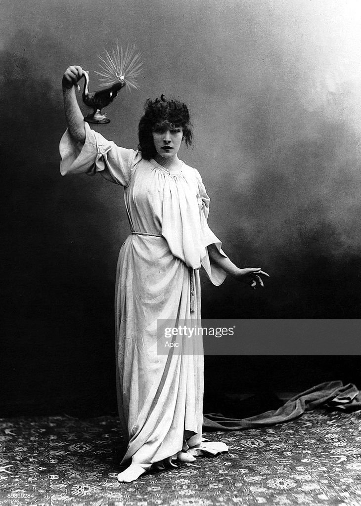 Coemdian Sarah Bernhardt as Lady Macbeth in play MacBeth by... News Photo - Getty Images