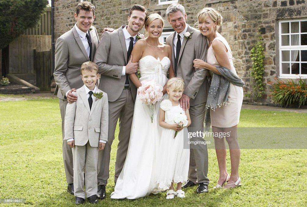 Familie Gruppe Bei Hochzeit StockFoto  Thinkstock