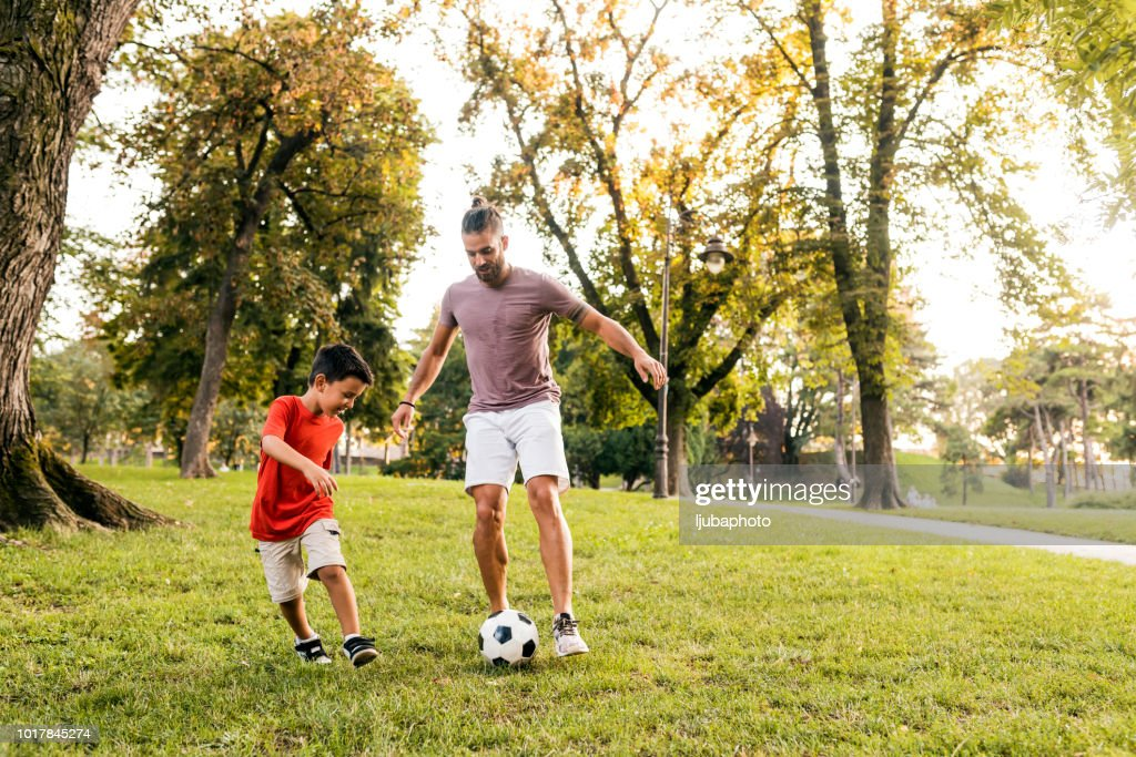 2 273 Backyard Football Photos And Premium High Res Pictures Getty Images