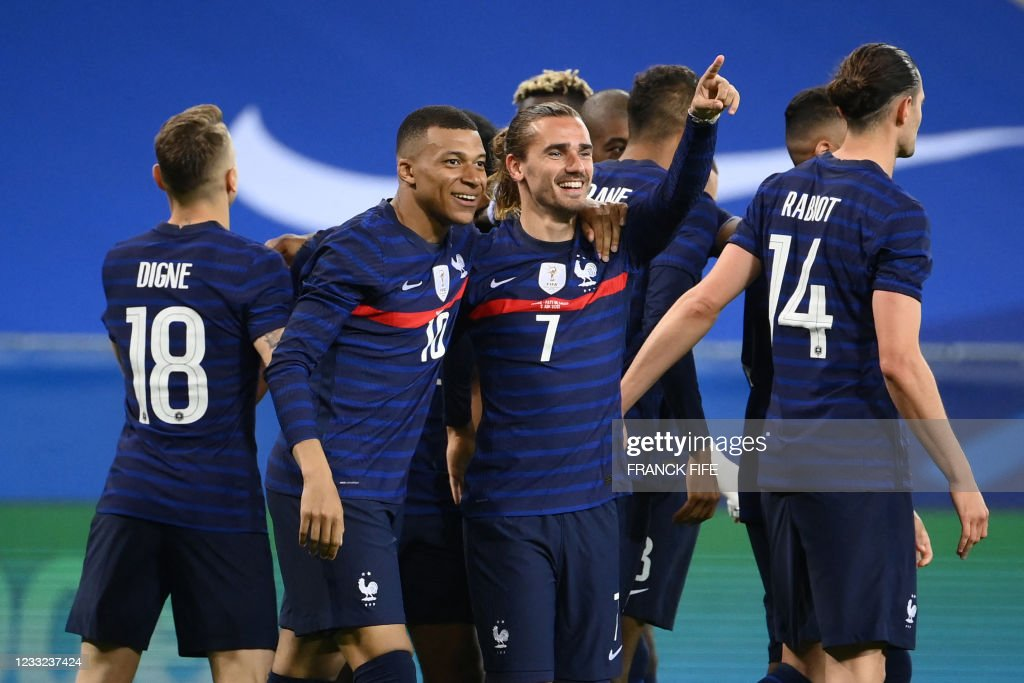 College football is one of america's favorite pastimes, making sports zealots out of otherwise normal human beings. 132 569 France National Soccer Team Photos And Premium High Res Pictures Getty Images