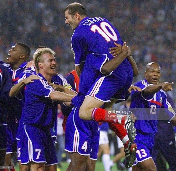 Zinedine Zidane #10 France Home Football Shirt Jersey 2000