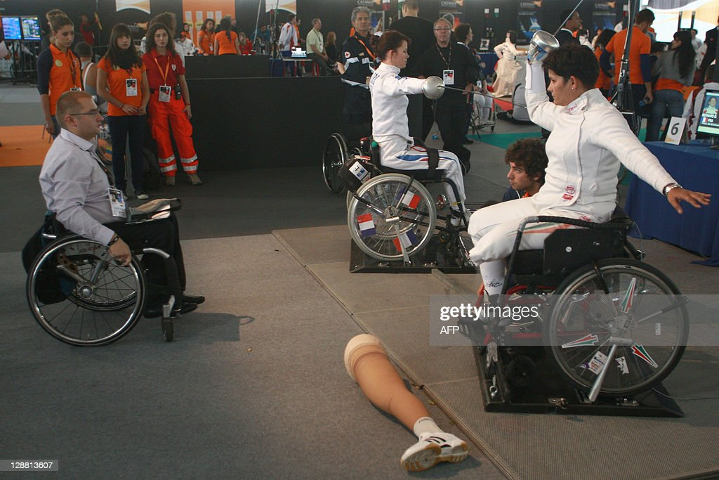 wheelchair fight orange dining chairs uk french fencing athlete delphine bernard l gets ready for a with hungarian