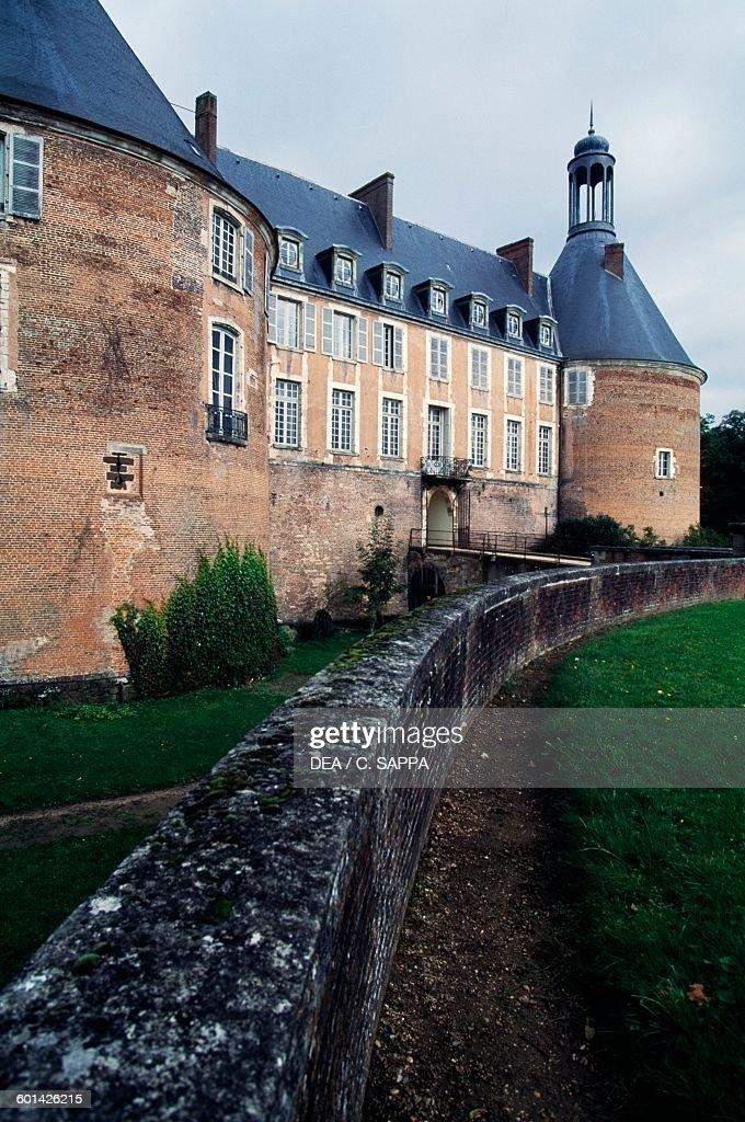 Château De Saint-fargeau : château, saint-fargeau, Chateau, Saint, Fargeau, Photos, Premium, Pictures, Getty, Images