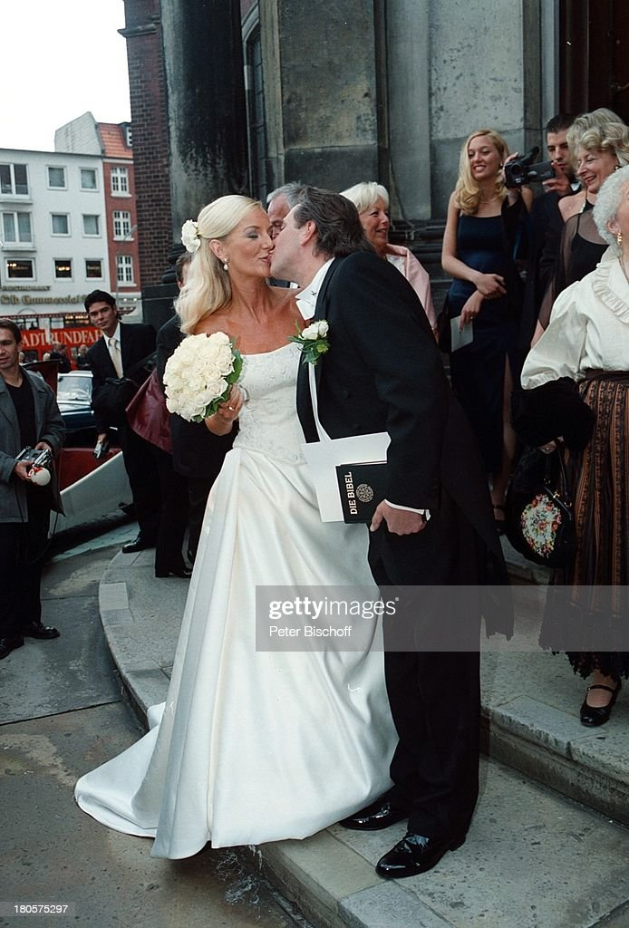Jan Fedder Ehefrau Marion KurthHochzeit Hamburg Vor Kirche Pictures Getty Images