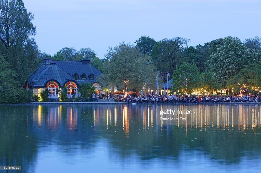 Kleinhesseloher See In Englischer Garten Stock Photo Getty Images