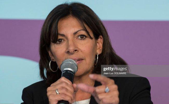 La Maire De Paris Anne Hidalgo Lors De L Inauguration Du