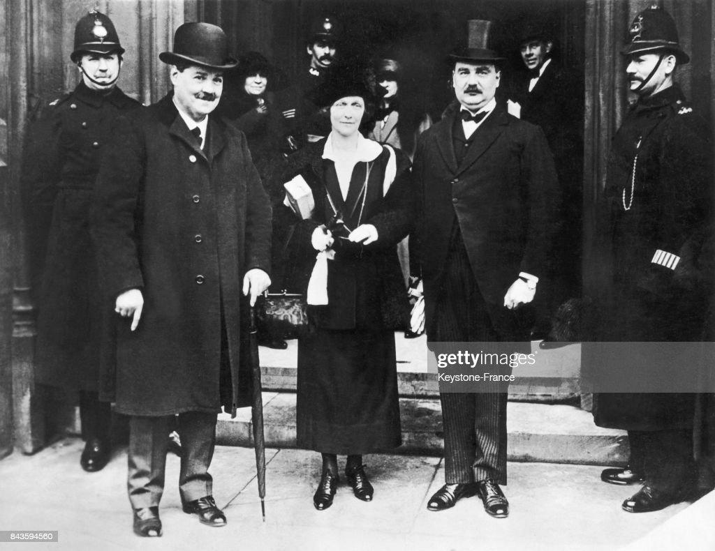 Lady Nancy Astor arrivant  la Chambre des communes avec le colonel News Photo  Getty Images