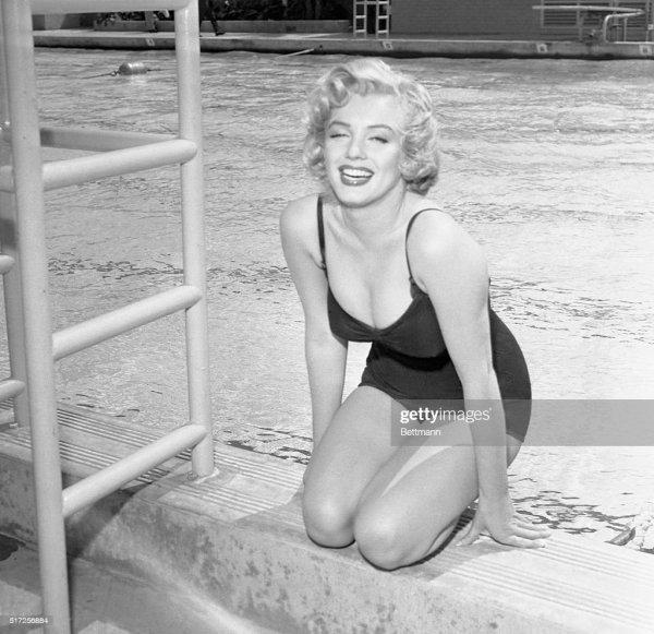 Marilyn Monroe In Swimsuit Pool Side