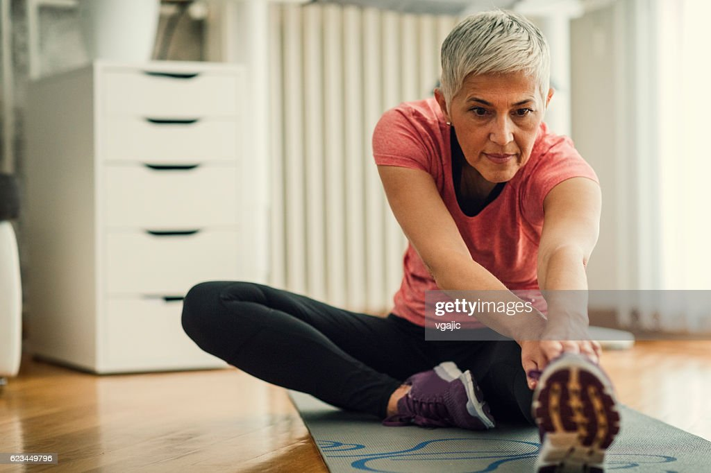 Mature Woman Exercise At Home Foto de stock - Getty Images
