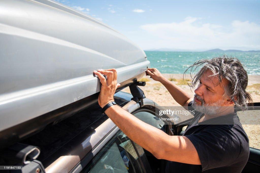 https www gettyimages de fotos car roof box