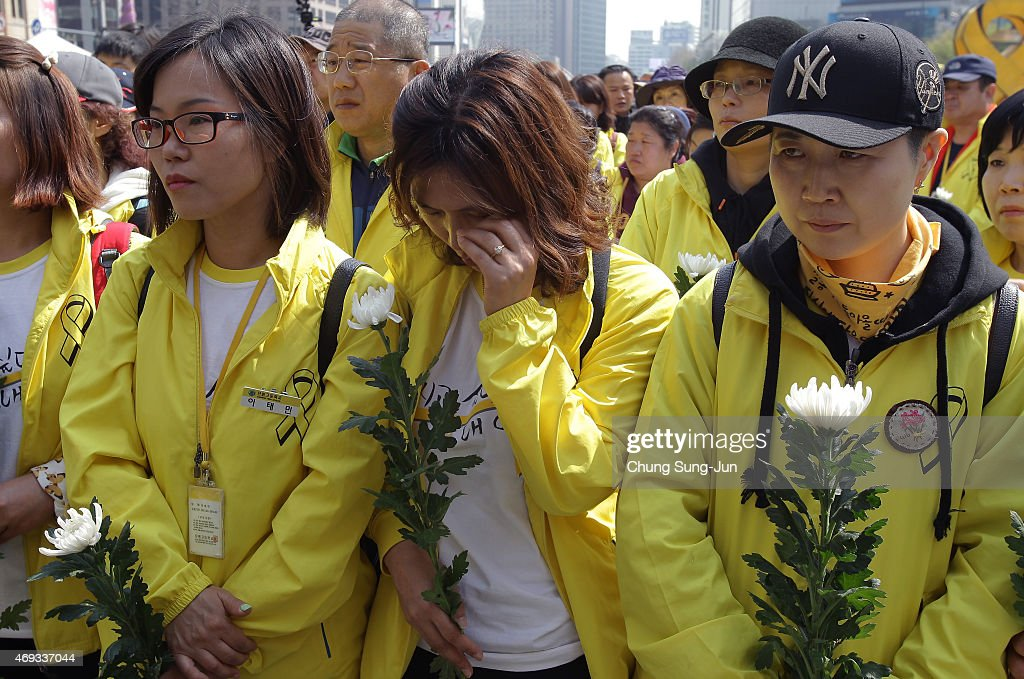 Mothers of a Sewol ferry victims attend the rally to pay tribute to... News Photo - Getty Images