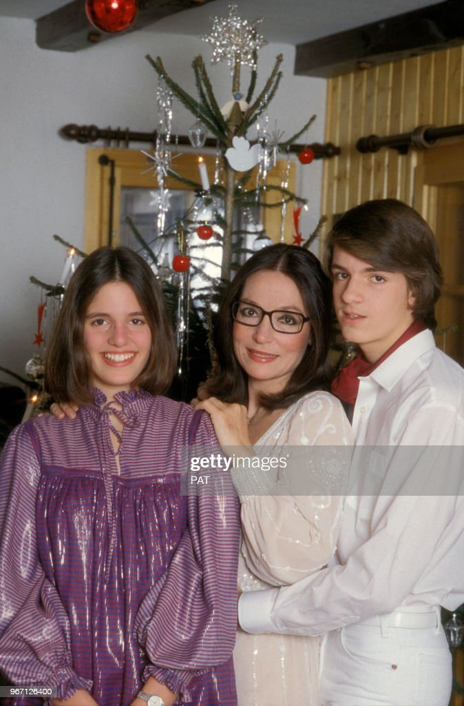Nana Mouskouri Et Sa Fille : mouskouri, fille, Mouskouri, Nicolas, Fille, Hélène, Lenou, Le..., Photo, Getty, Images