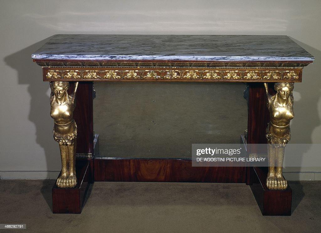 https www gettyimages de detail nachrichtenfoto neapolitan cherrywood console table with caryatids and nachrichtenfoto 466292791