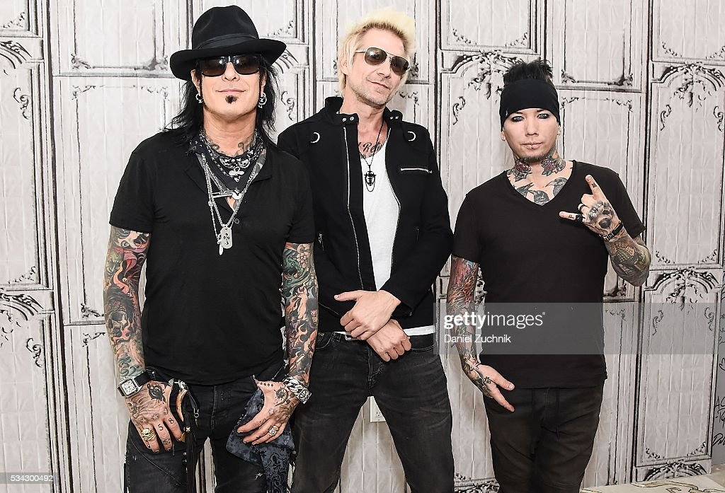 Coutning Cars Wallpaper Aol Build Presents Sixx A M Discussing Their Latest