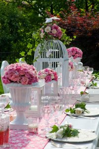 Outdoor Wedding Table Settings With Pink Flowers And White ...