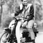 R B Singer Marvin Gaye Poses For A Portrait Leaning Against A Mo Ped News Photo Getty Images