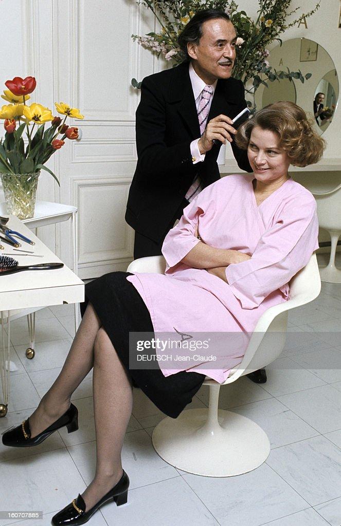 The Big Names Of Hairdressing Paris  1976  Dans son salon du News Photo  Getty Images