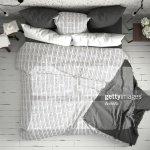 Weisse Und Graue Moderne Schlafzimmer Mit Gemutlichen Doppelbett Ziegelmauer Holzboden Und Grosse Fenster Skandinavische Minimalistische Architektur Innenarchitektur Ansicht Von Oben Stock Foto Getty Images