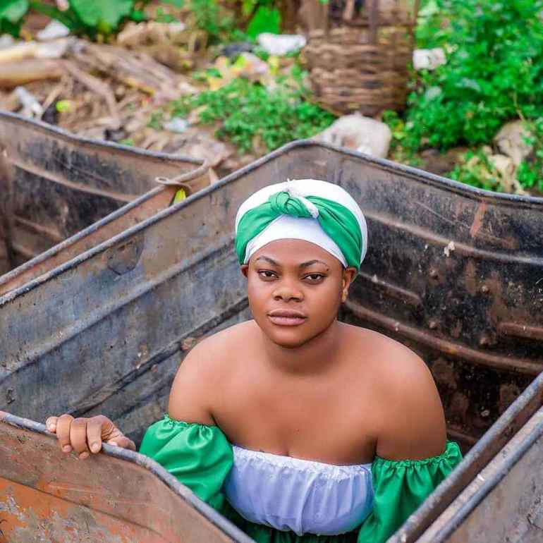 How A Nigerian Lady got Social Media talking about Her Independence Day's Photos.