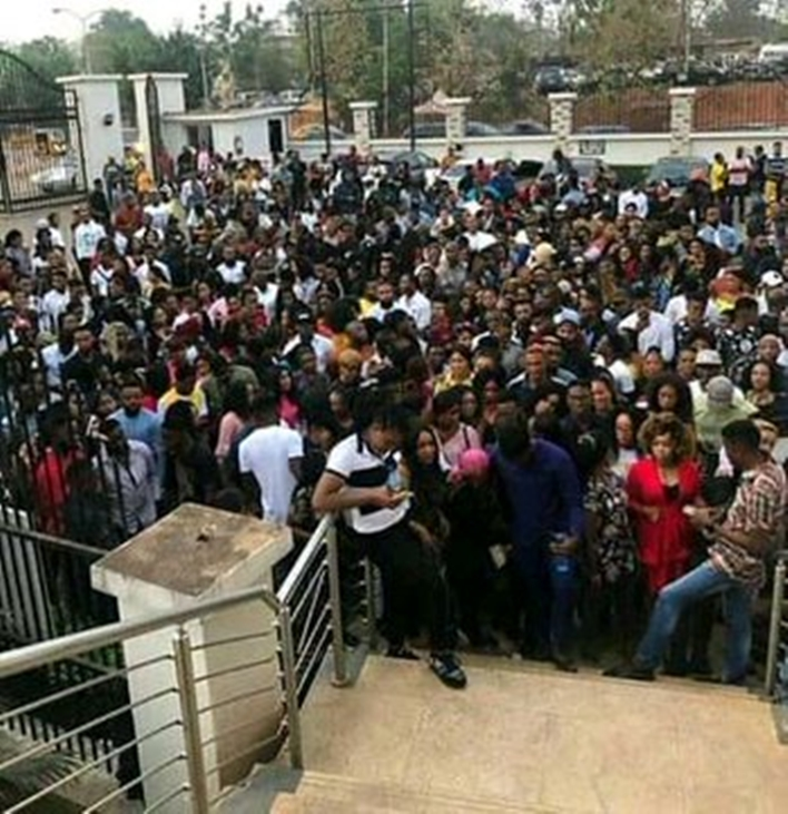 See massive crowd that followed Laycon from one radio station to another, See massive crowd that followed Laycon from one radio station to another, Premium News24