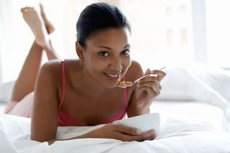 Let's Talk About Eating In Bed: Do You Do It? What Do You Eat? | Glamour