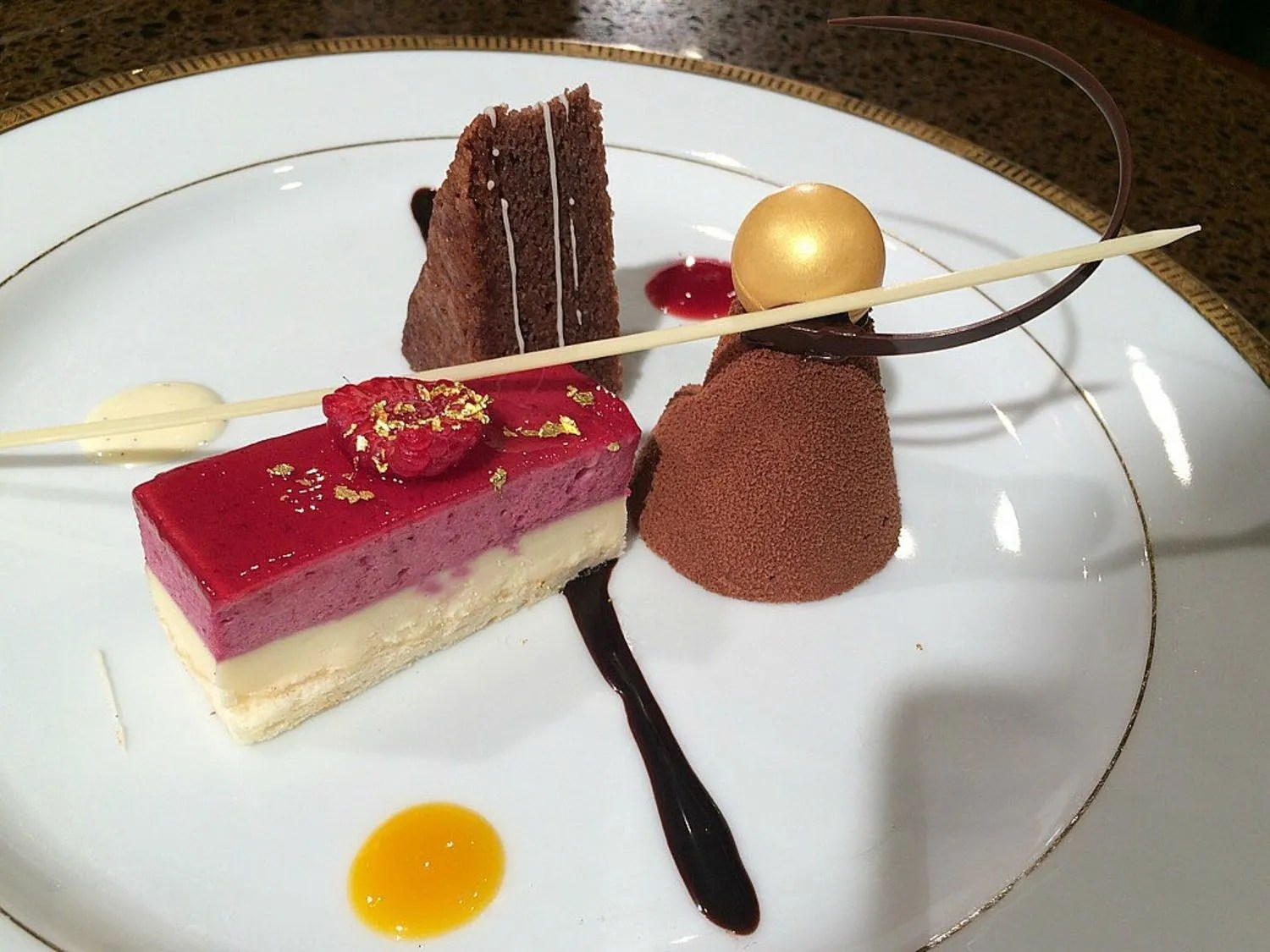 How To Decorate A Dessert Plate Glamour