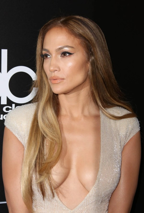 Jennifer Lopez Shows Places Hit With Shimmery Makeup Holidays Glamour