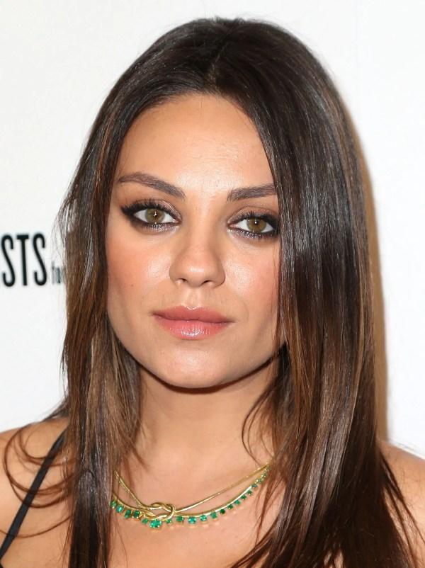 Apply Eyeliner Mila Kunis - Glamour