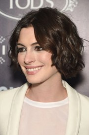 anne hathaway perfects short