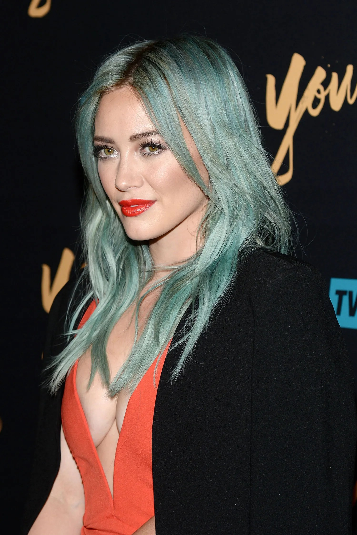 Hilary Duff Pairs Her Turquoise Hair With Red Lipstick At
