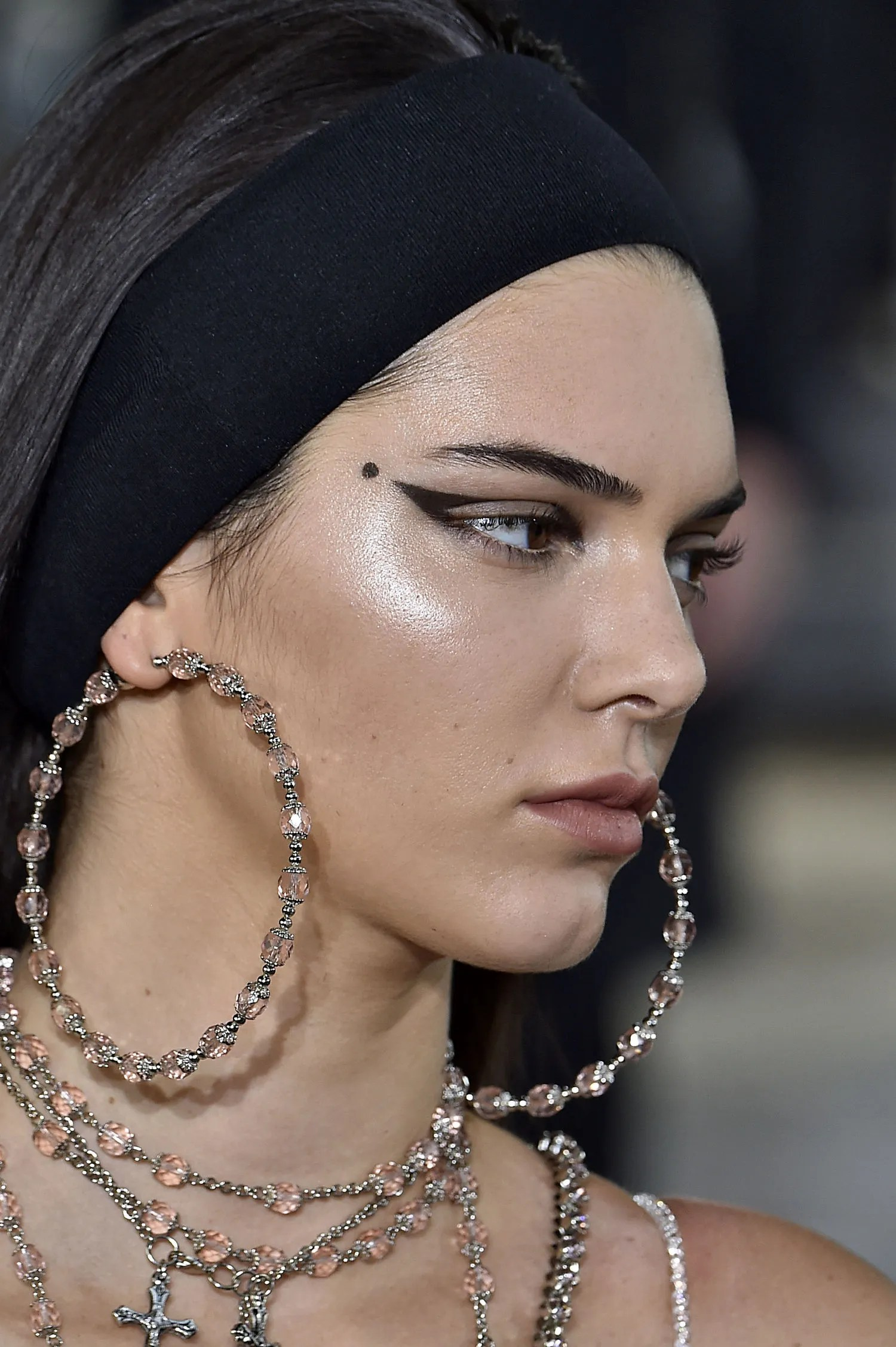 Kendall Jenner and Naomi Campbell Wear Headbands at Givenchys Spring 2016 Show  Glamour