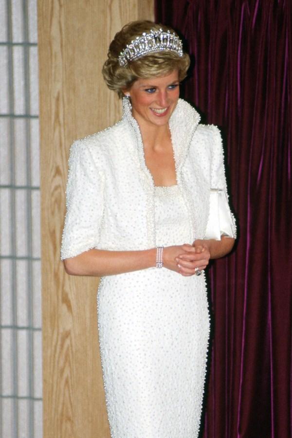 15 Photos of Princess Diana Fashion Glamour