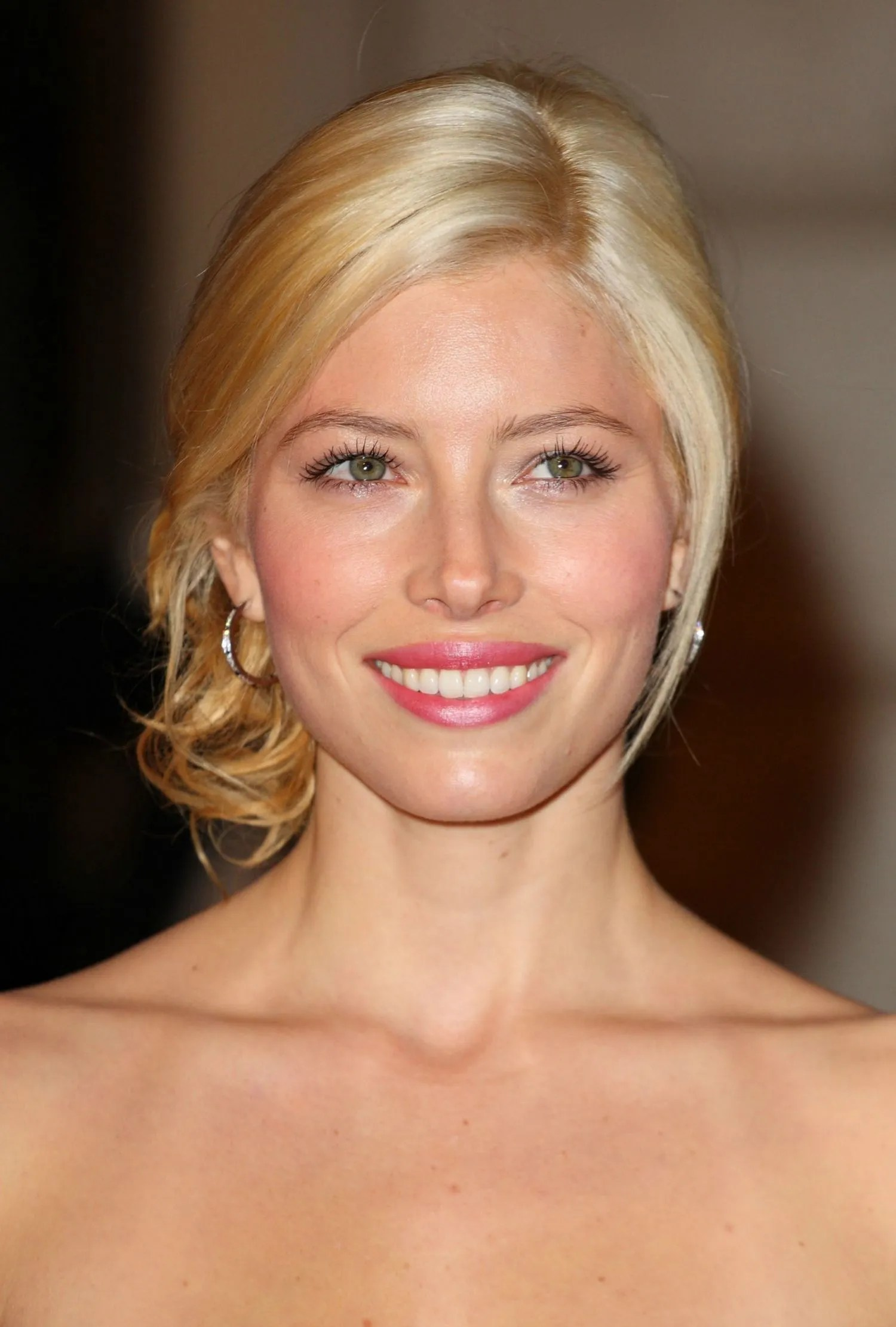 Brunette Celebrities Whove Dyed Their Hair Blond Glamour