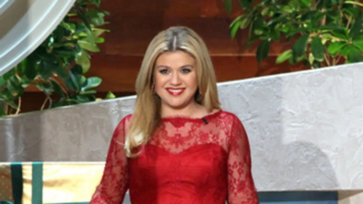 the super-cute dress kelly clarkson just wore on ellen