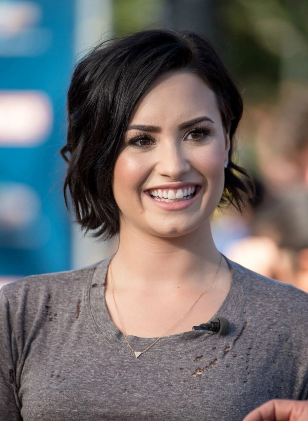 Demi Lovato' Short Haircut Celebrity Beauty Ideas Glamour
