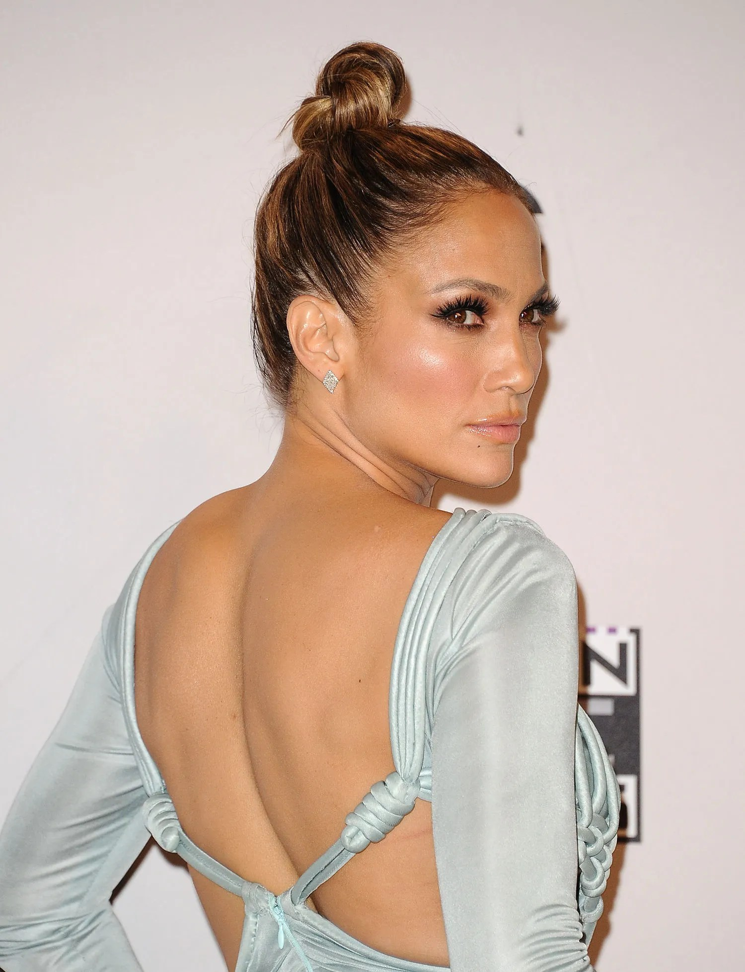 2015 AMAs Every Hair and Makeup Look Host Jennifer Lopez Wore